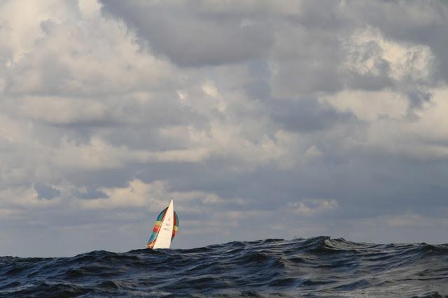 Segeln bei hohen Wellen