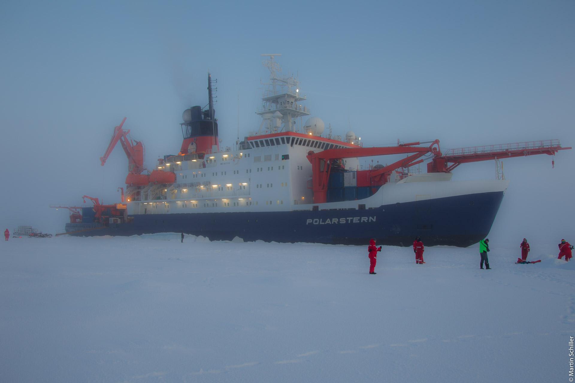 Polarstern steckt im Eis
