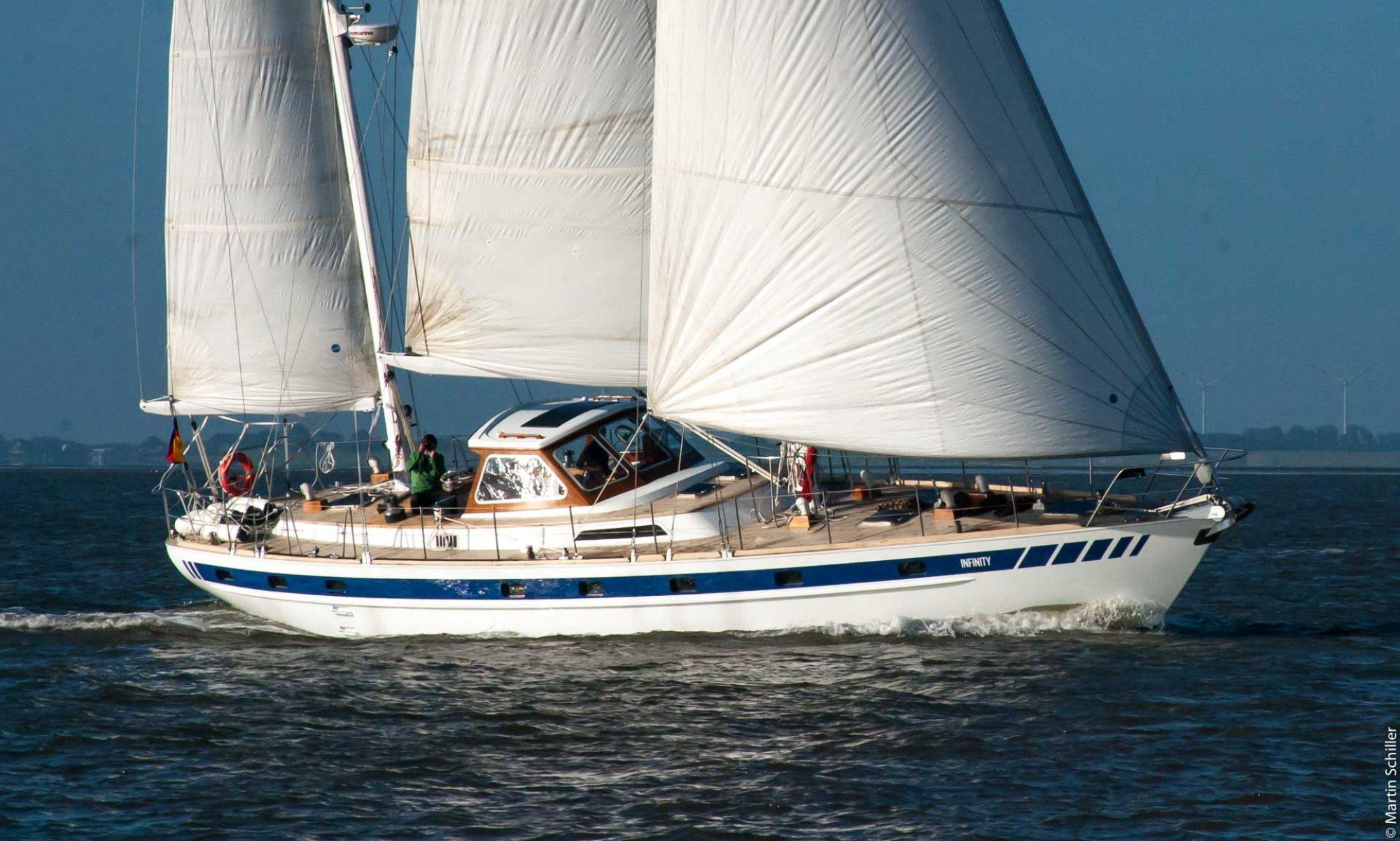 Segelyacht INFINITY